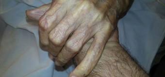 Deniz Gezmiş'in Annesi 94 yaşındaki Mukaddes Gezmiş hastaneye kaldırılmıştır.