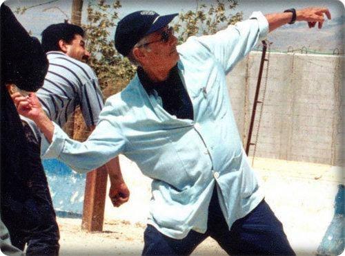 edward said lübnan sınırında bir israil karakoluna taş atarken