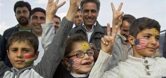 Eskiden Cuba-Vietnam bayrakları ve Castro-Che-Ho şi minh flamaları taşırdı yoksul halk çocukları..