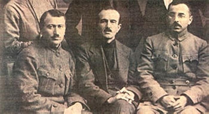 Communist_Party_of_Turkey_founder_Mustafa_Suphi_(right)_and_general_secretary_Ethem_Nejat_(middle)